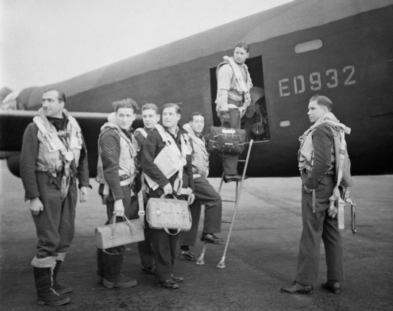 Wing_Commander_Guy_Gibson_(in_door_of_aircarft)_and_his_crew_board_their_Avro_Lancaster_bomber_for_No._617_Squadron's_raid_on_the_Ruhr_Dams,_16_May_1943._CH18005